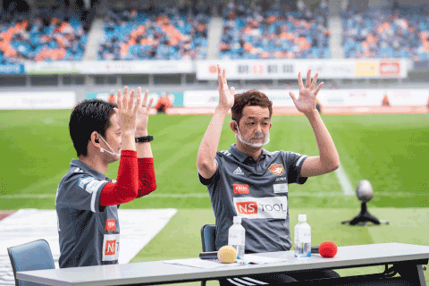スタジアム内でデフサッカー女子日本代表監督の久住呂幸一さんの講演を行いました